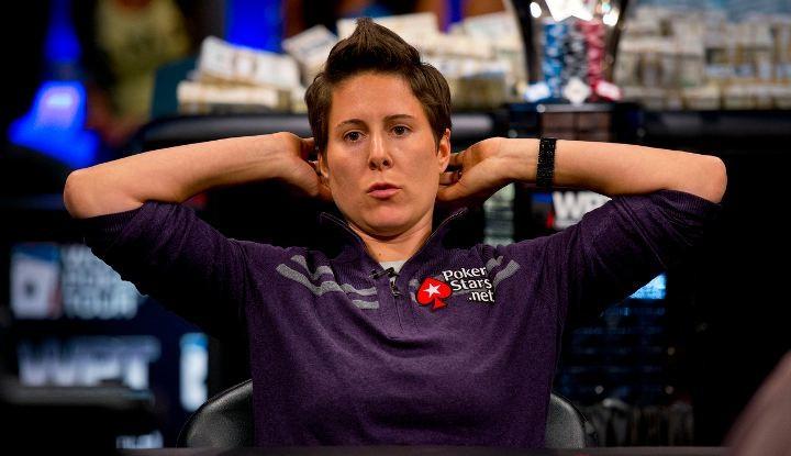 Vanesssa Selbst slutter med poker